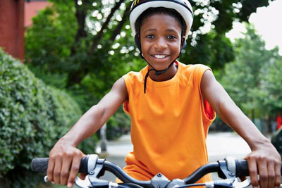 safe child preventing injury by wearing a helmet PHOTO